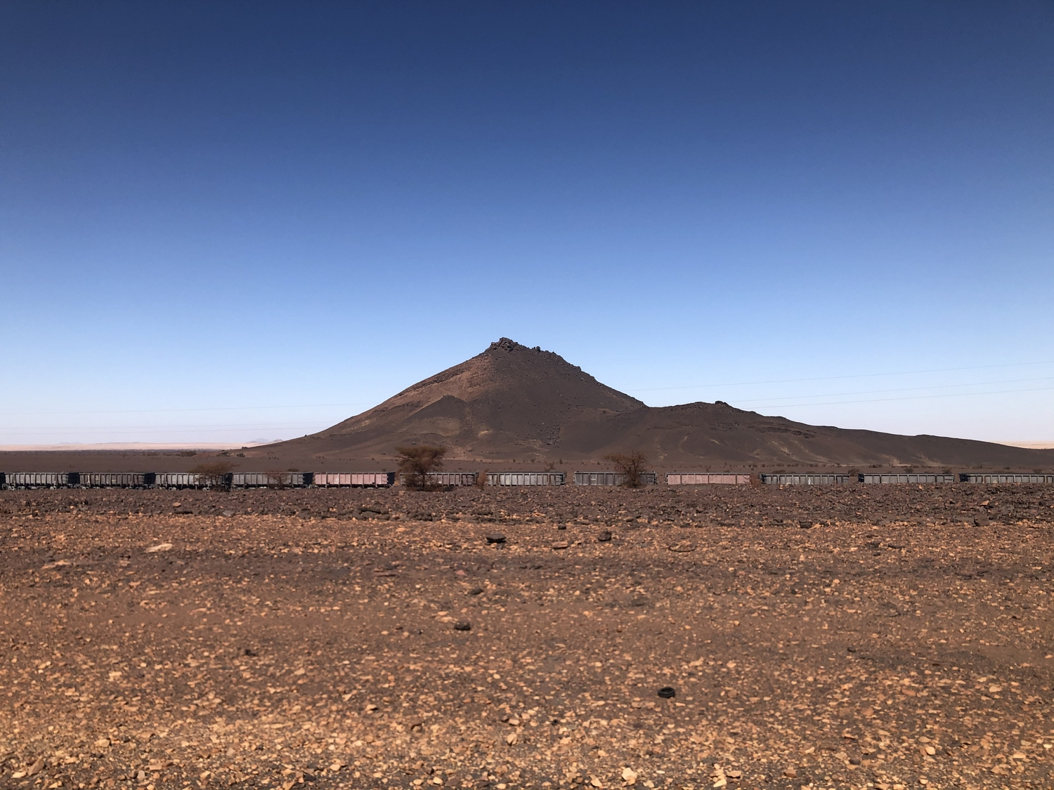 Mauritania-ore-iron-train-sahara-desert